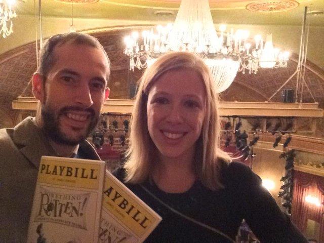 Abby y Pedro en un espectáculo de Broadway
