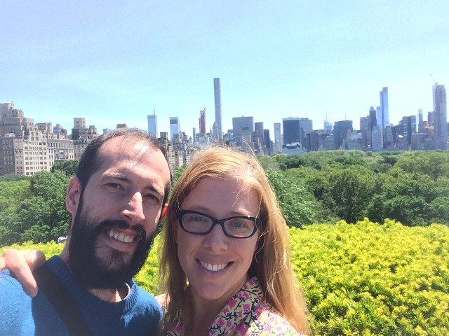 Pedro y Abby en Rooftop Metropolitan