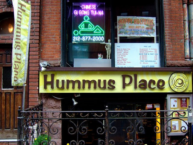 Exterior del Restaurante Hummus Place en Upper West Side Nueva York