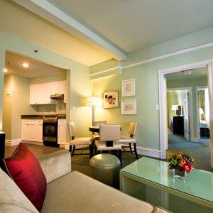 04 Suite de dos dormitorios con cocina