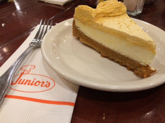 Tarta de queso y calabaza en el restaurante Junior's Brooklyn en Nueva York