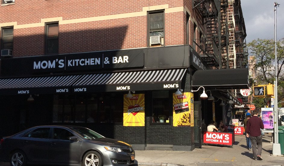 Entrada a Mom's Kitchen and Bar en Nueva York