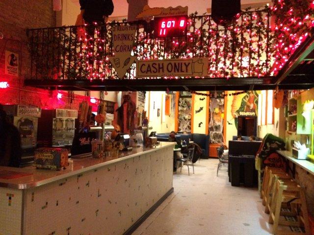 Interior de Habana Outpost en Nueva York