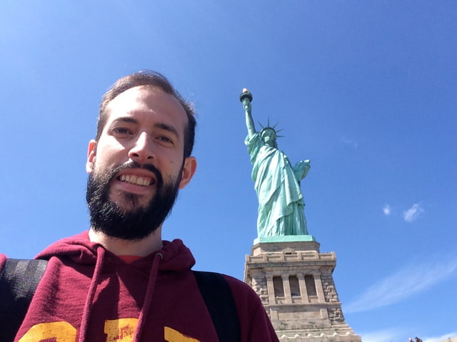 Pedro en la Estatua de la Libertad