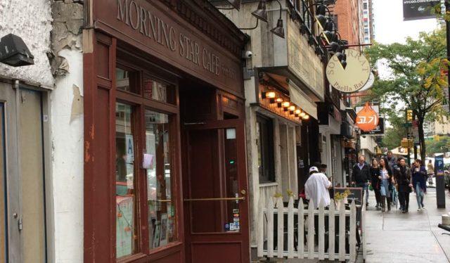 Vista de la Calle Morning Star Cafe