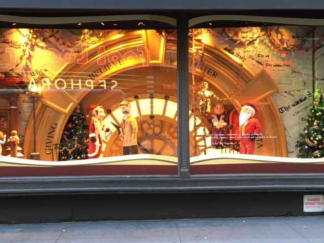 Pasear por los escaparates es un momento mágico de la Navidad en Nueva York