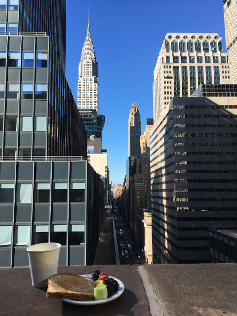 Desayuno en el Roger Smith durante el viaje en grupo a Nueva York de julio
