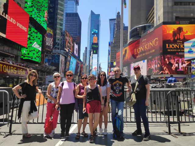 El grupo en Times Square durante el viaje