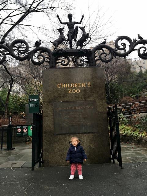 Visitando el zoo de Central Park en familia