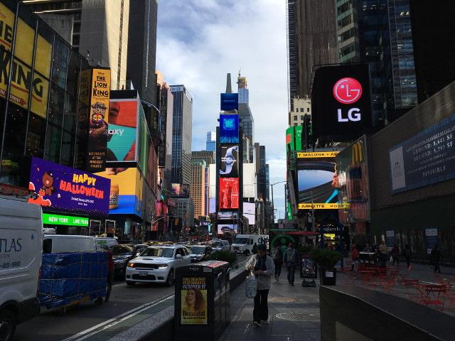 Times Square siempre será el refugio donde acabarás con la familia tras cualquier tour