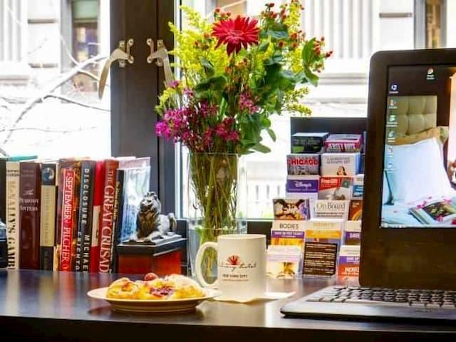 Espacio para la lectura dentro del Hotel Library