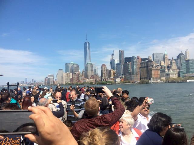 Viajando en ferry a la Estatua de la Libertad