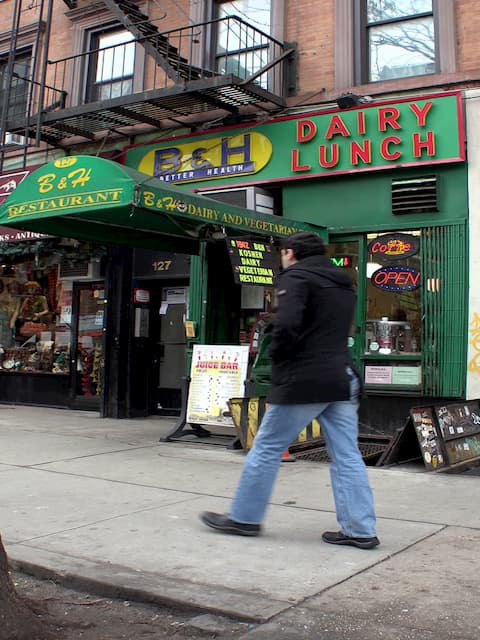 B&H Dairy Lunch está en Nueva York y ofrece almuerzos muy ricos