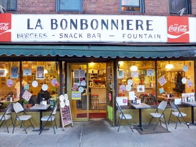 La Bonbonniere es un clásico y estiloso diner en Nueva York