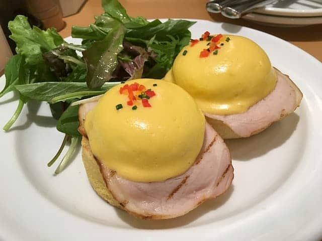 Los huevos benedict son parte de la comida típica de Nueva York