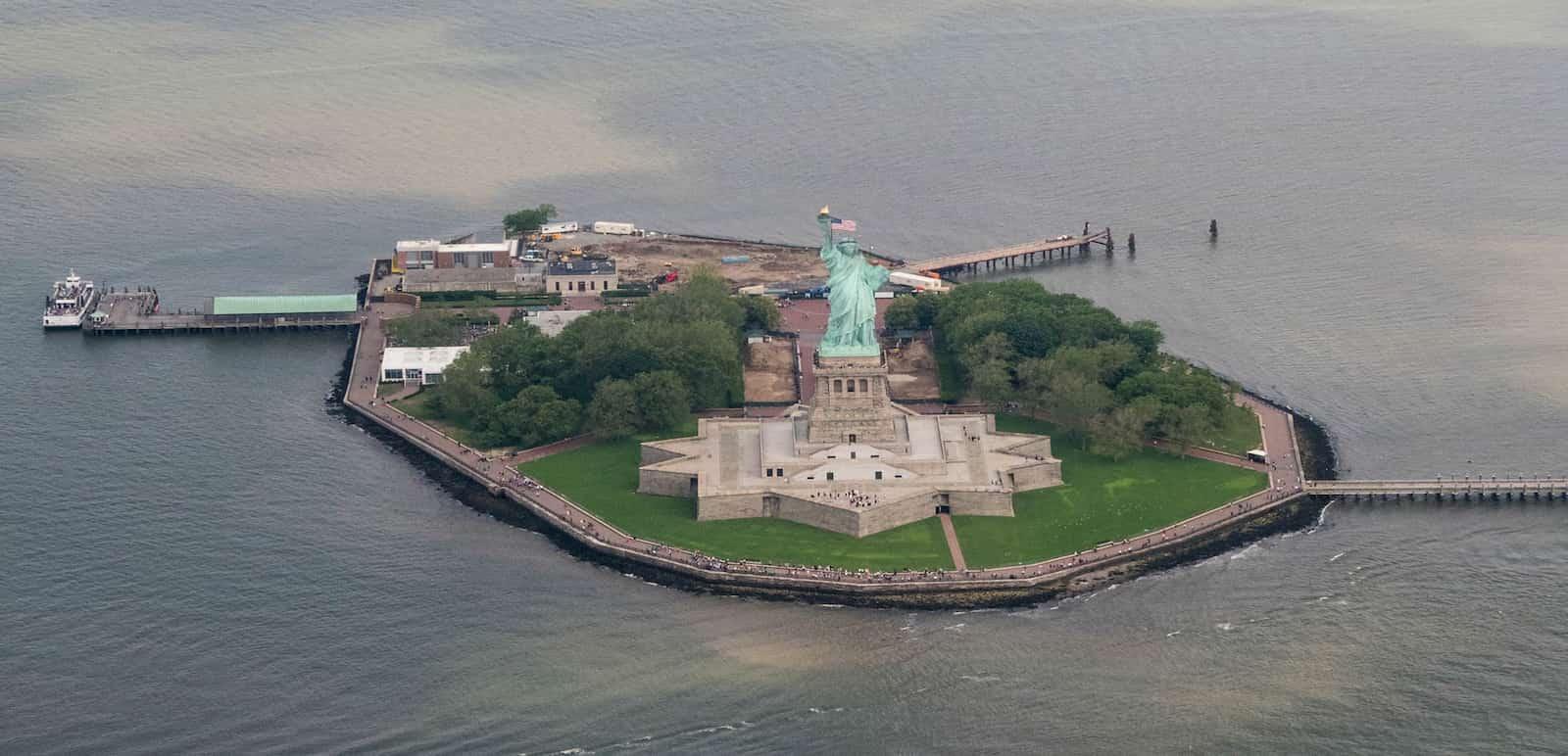 Sobrevolando la ciudad durante el tour en helicóptero por Nueva York