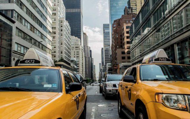 Taxi en Nueva York aumentando su trabajo por el turismo de vacunas