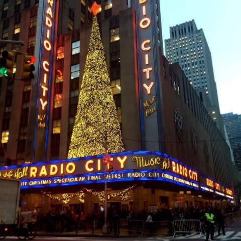 Hay que asistir a un espectáculo en Radio City en Navidad
